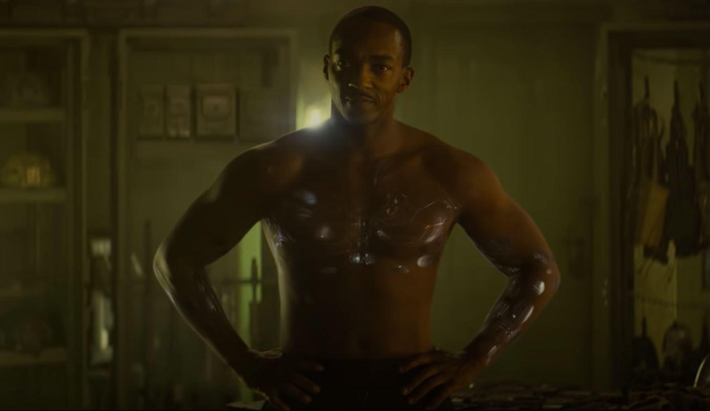 Anthony Mackie como Leo, em Zona de Combate