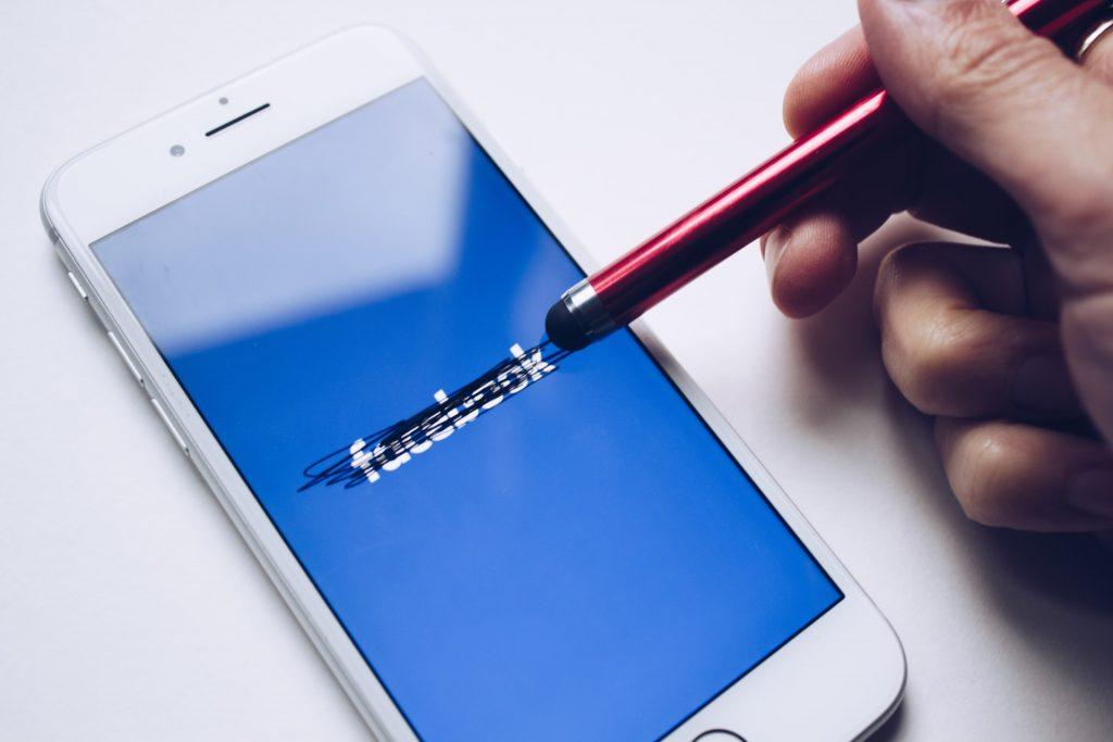 Facebook aplicativo exclusivo ex-presidiarios