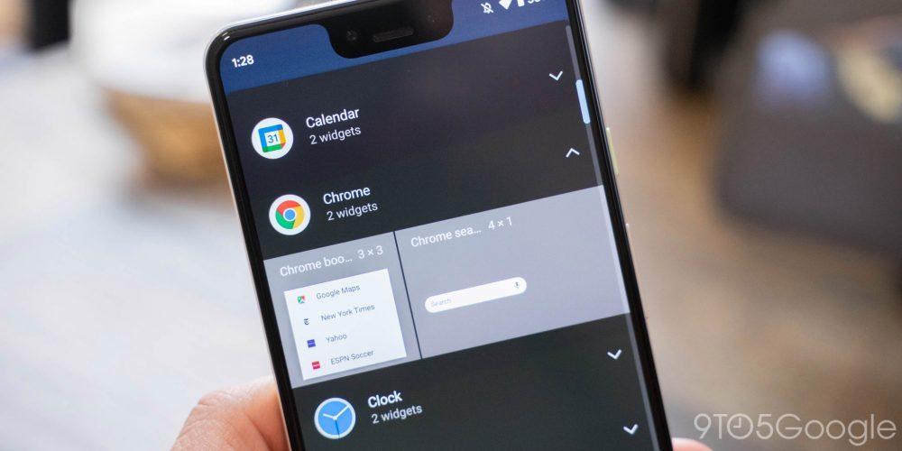 Tela do smartphone Android 12 com a lista de widgets