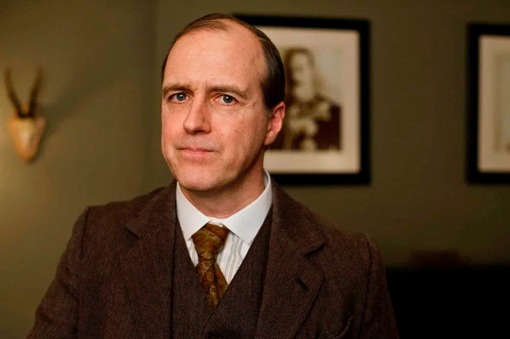"Kevin Doyle em ""Downton Abbey"", da BBC"