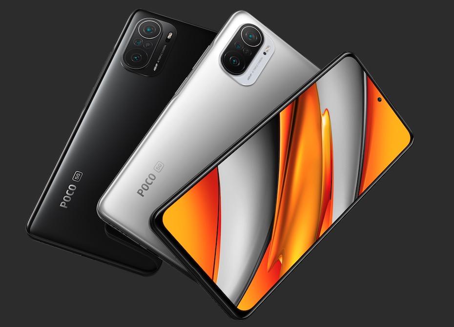 A imagem apresenta o poco f3 nas cores preto e branco, e mostra o painel frontal de um dos aparelhos.