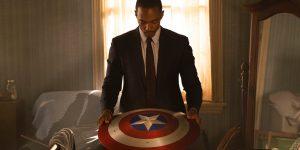 Sam Wilson segura o escudo do Capitão América