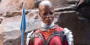 Ayo, interpretada por Florence Kasumba, em Pantera Negra (Imagem: Reprodução/ Marvel | Disney)