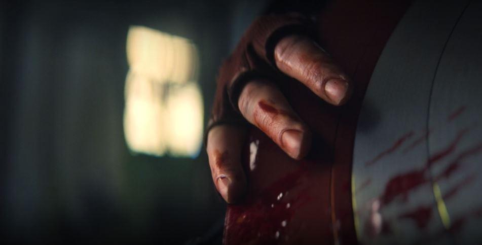 Escudo do Capitão América manchado de sangue