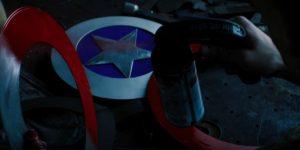 John Walker fabricando seu próprio escudo na cena pós-crédito do Episódio 5