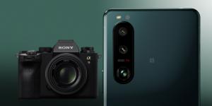 sony xperia 5iii ao lado da câmera profissional sony alpha 9