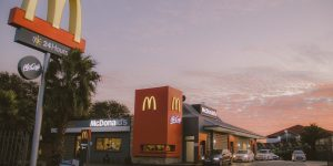 McDonald's App - Como Funciona? Para que Serve? Vale a Pena? (Imagem: Thabang/Unsplash)