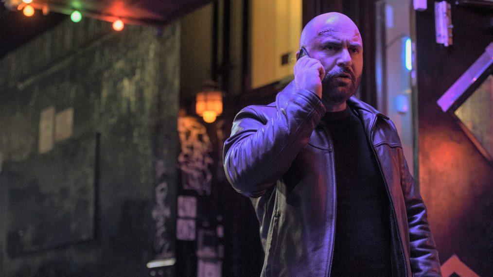 O ator e co-criador da série Lior Raz como o protagonista Segev Azulai em Hit & Rin (Imagem: Reprodução/Netflix)