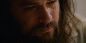 Jason Momoa em cena do filme Justiça em Família (Imagem: Divulgação/Netflix)