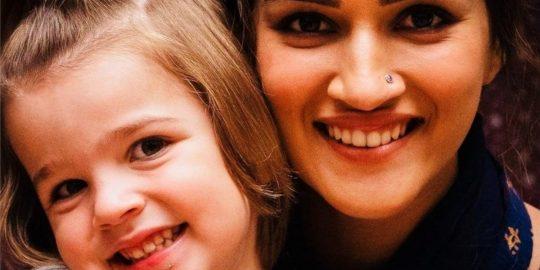 Cena do filme Mimi com a atriz Kriti Sanon no papel de Mimi Rathore (Imagem: Divulgação/Maddock Films   Netflix)