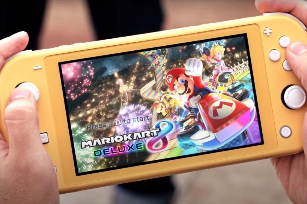 Imagem do trailer de anúncio do Nintendo Switch Lite mostrando o console na cor amarela (Imagem: Divulgação/Nintendo)