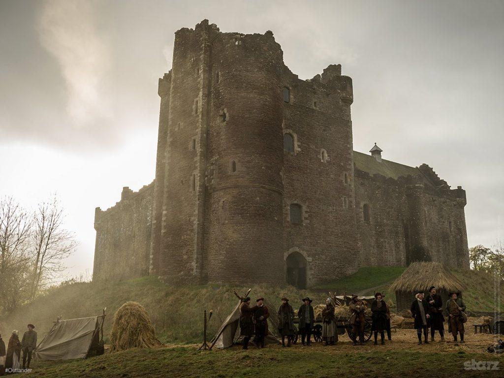 O Castelo de Dourne na série Outlander (Imagem: Reprodução/Starz)