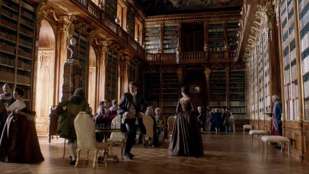 Cena de Outlander gravada no Monastério de Strahov, em Praga, República Checa (Imagem: Reprodução/Starz)