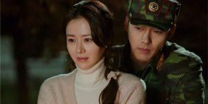 Yoon Se-ri (Son Ye-jin) e Ri Jeong-hyuk (Hyun Bin) em Pousando no Amor (Imagem: Divulgação/Netflix)