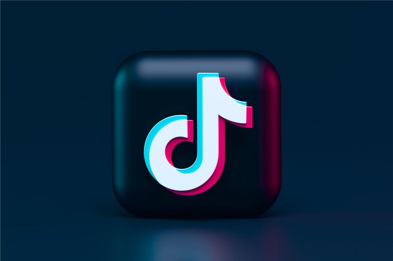TikTok se torna o app mais baixado do mundo, ultrapassando Facebook (Imagem: Alexander Shatov/Unsplash)