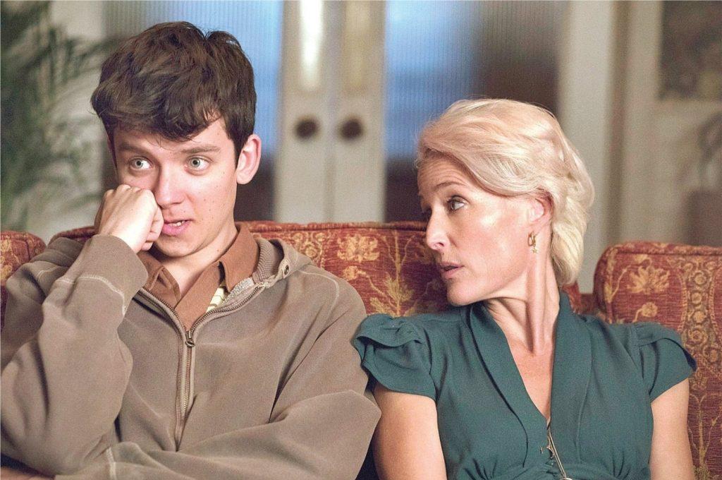 À esquerda, Asa Butterfield como Otis Milburn; à direita, Gillian ANderson como Jean Milburn (Imagem: Divulgação/Netflix)