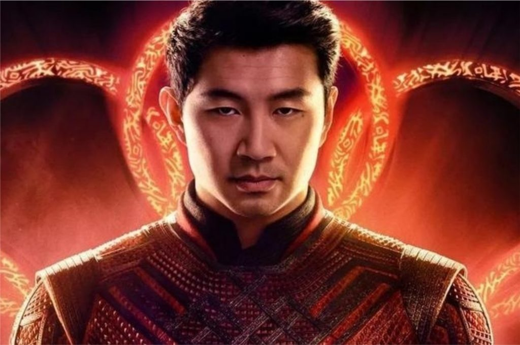Simu Liu como Shang-Chi em imagem promocional de Shang-Chi e a Lenda dos Dez Anéis (Imagem: Divulgação/Marvel Studios | Walt Disney Studios)