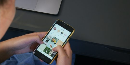 Instagram vai lançar dois novos recursos voltados para adolescentes (Imagem: Reprodução/Unsplash)