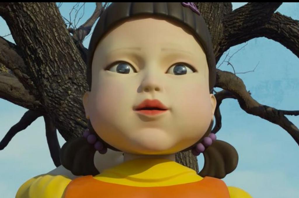 """A característica boneca do jogo """"batatinha frita 1, 2, 3"""", primeira fase da série Round 6 (Imagem: Reprodução/Netflix)"""